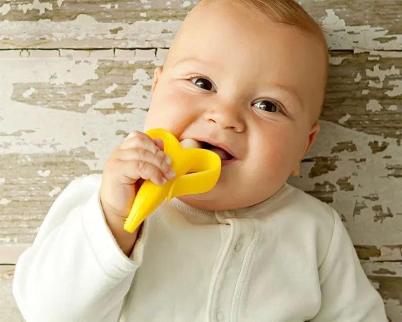 Облегчает боль при прорезывании зубов