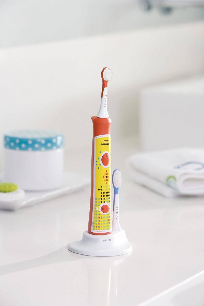 Какой должна быть зубная щетка для детей?