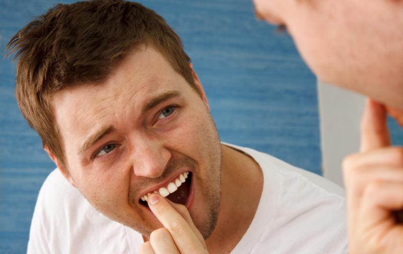 Как и чем укрепить шатающиеся зубы: что можно сделать в домашних условиях?