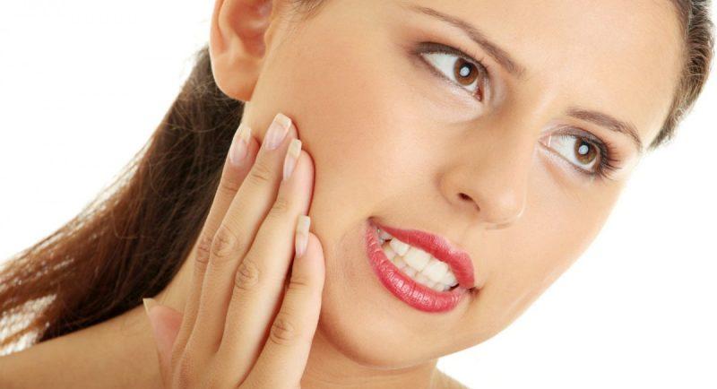 Болит десна возле зуба - что делать и чем лечить