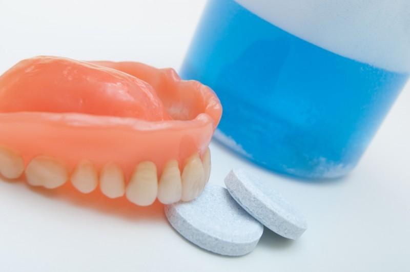 Очищающие таблетки для зубных протезов